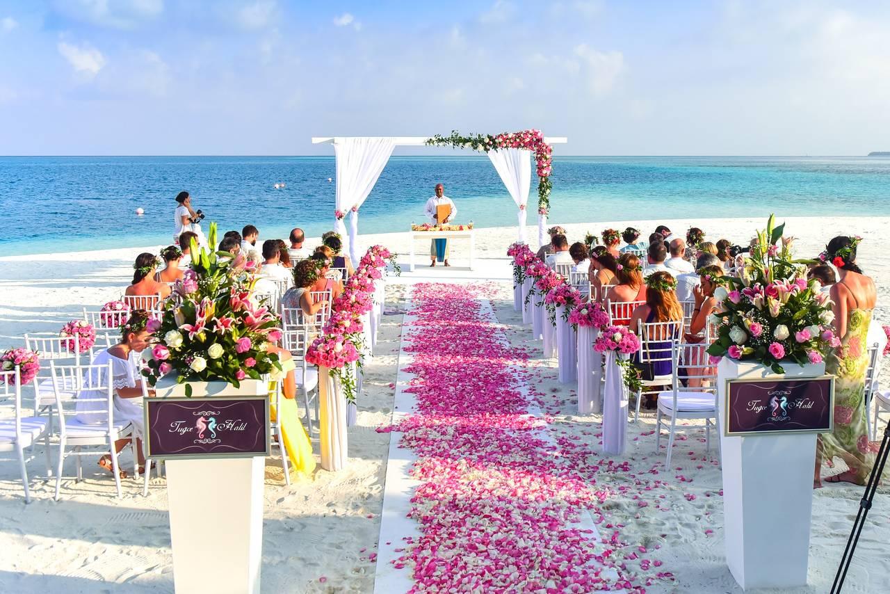 Goście weselni czekają na państwa młodych