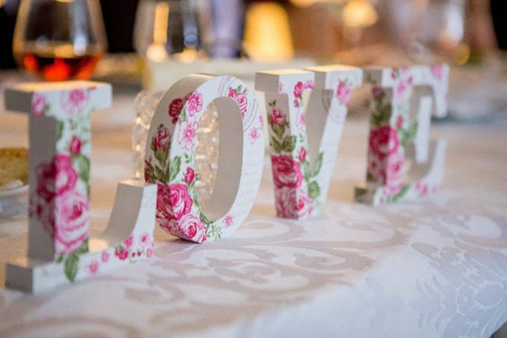 Piękny dodatek na wesele w postaci napisu LOVE