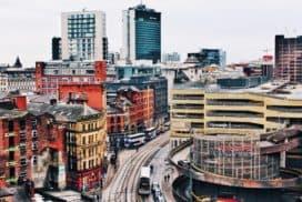 Widok nazabudowę miejską Manchester