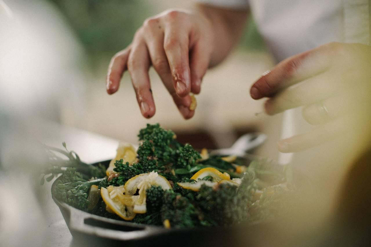 Sposoby naoszczędzanie pieniędzy mogą wiązać się znaszymi umiejętnościami dotyczącymi gotowania