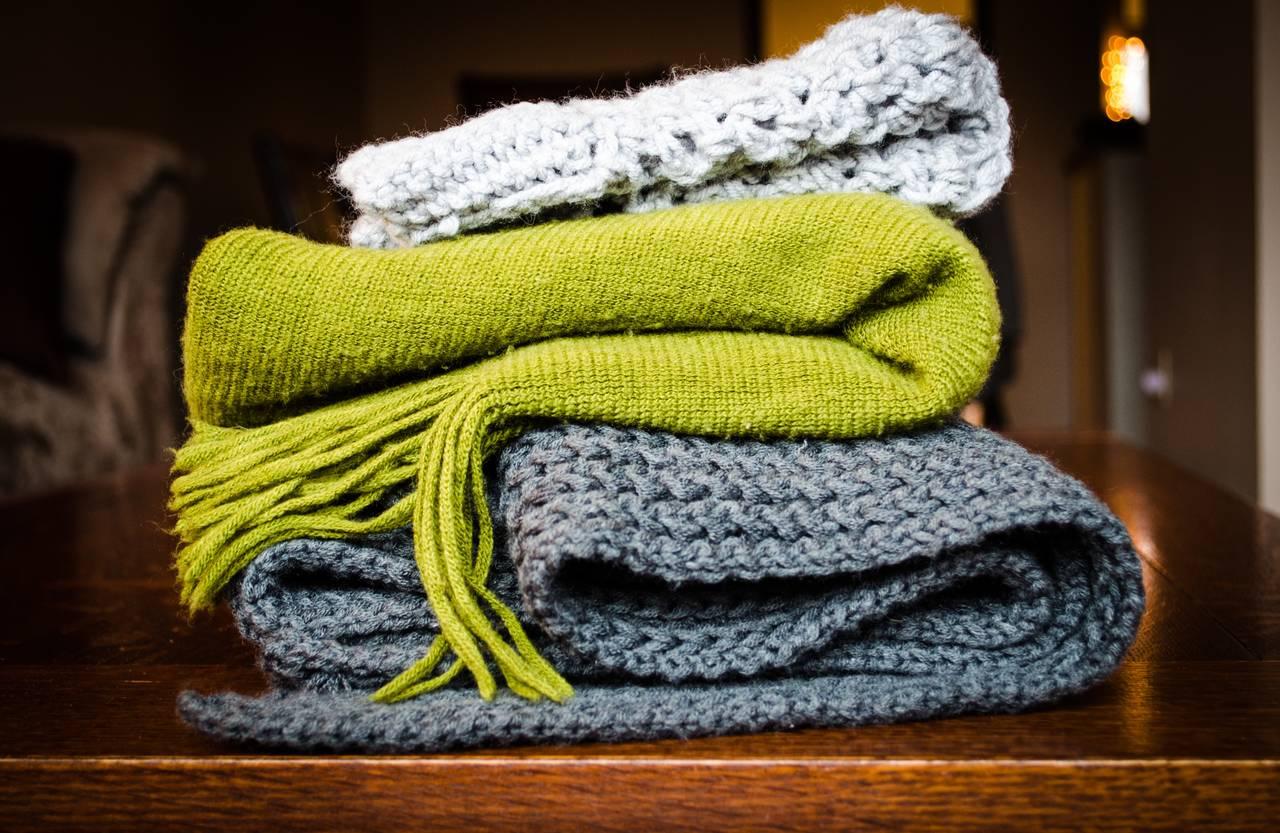 Własnoręcznie wykonane szaliki jako prezenty naróżne okazje
