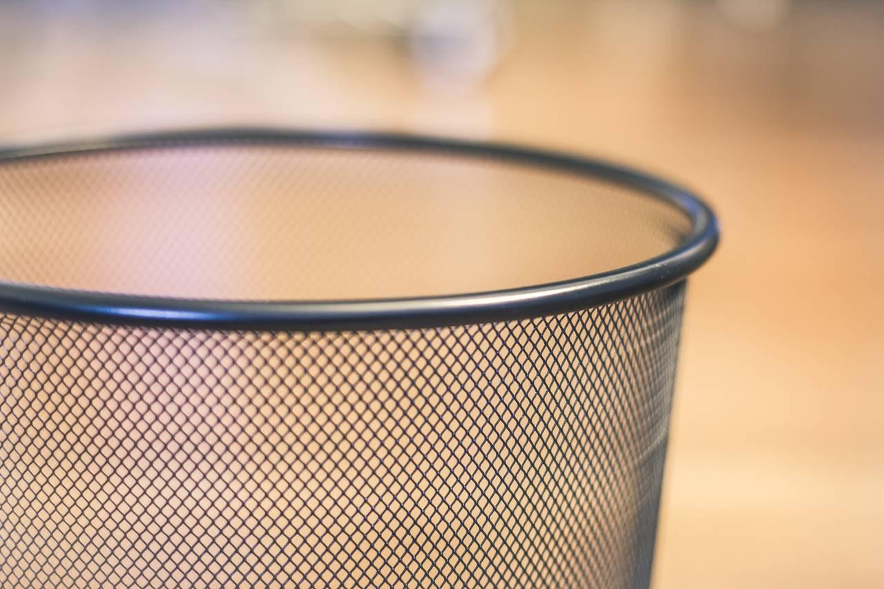 Oszczędzanie wody poprzez wrzucanie śmieci do kosza nie do toalety