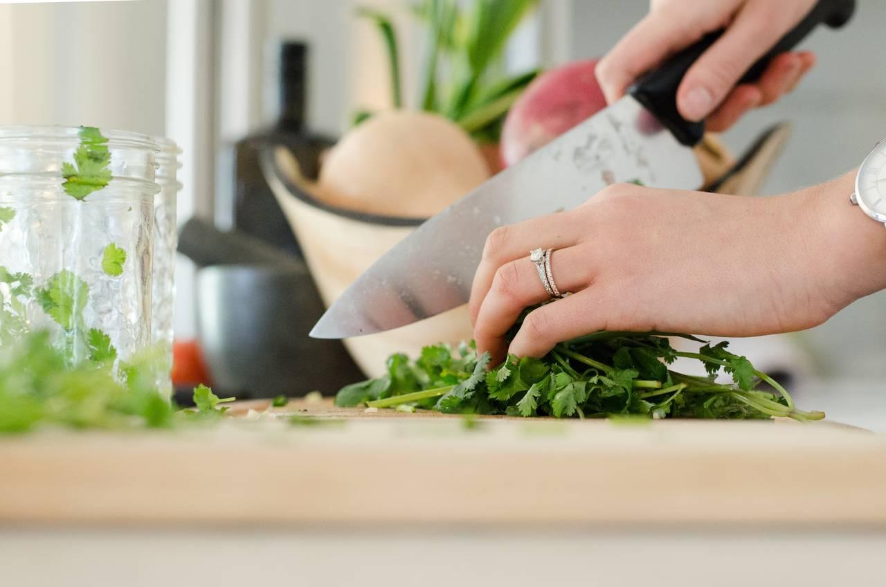 Oszczędzanie prądu wdomu płynie też zfaktu odpowiedniego przygotowania posiłków