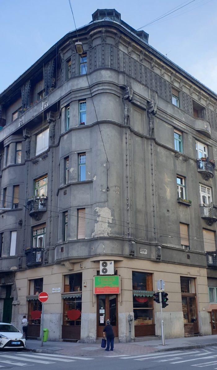 Zaniedbana kamienica wBudapeszcie