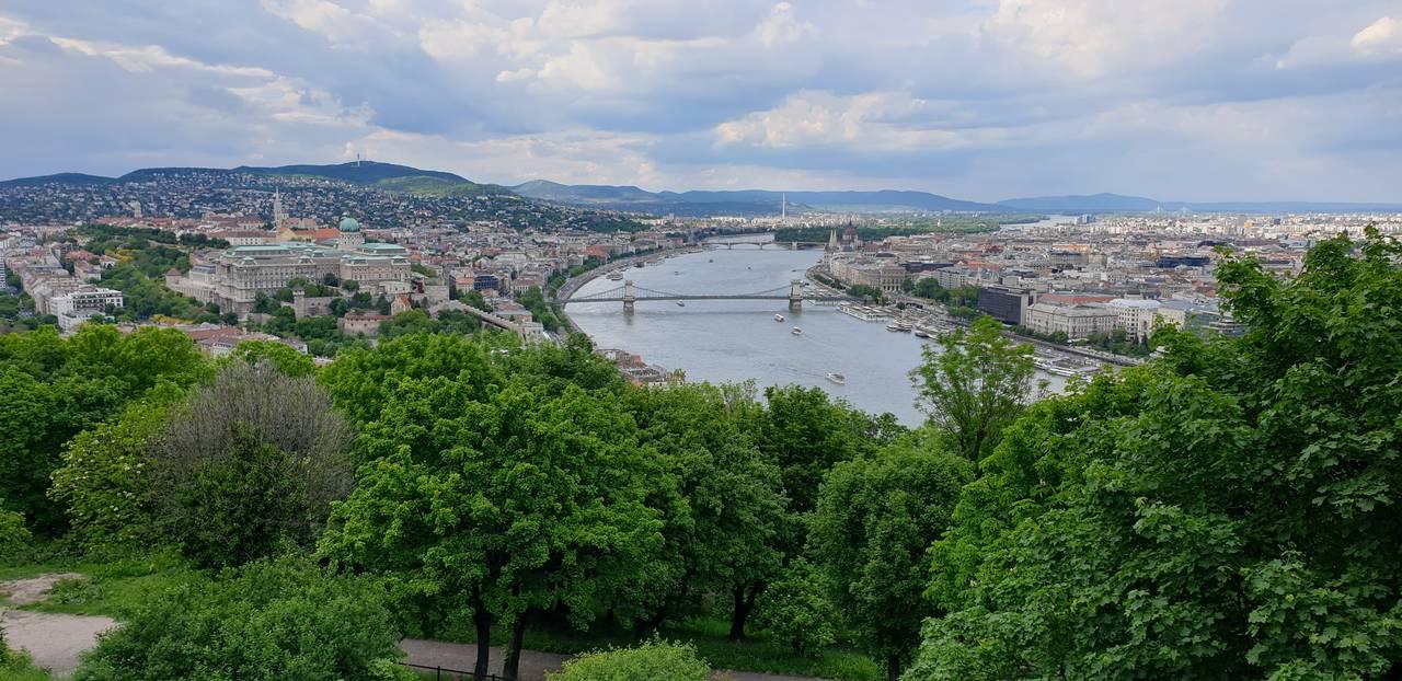 Widok na Budapeszt ze wzgórza Gellerta