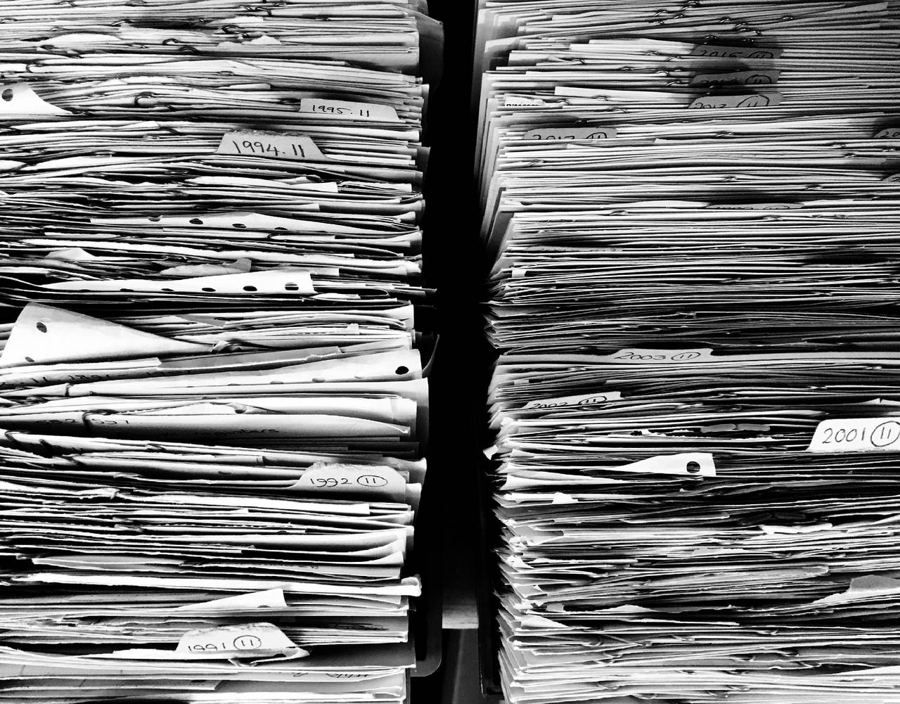 sterta dokumentów symbolizująca raport BIK