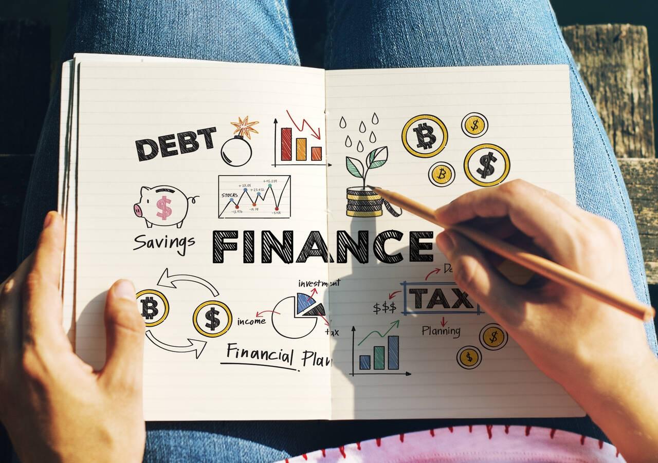 Finansowe podsumowanie roku przerabiane w zeszycie